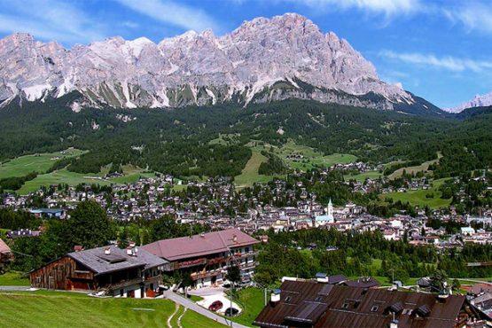 vista-dall-alto-della-vallata-di-Cortina-d-Ampezzo