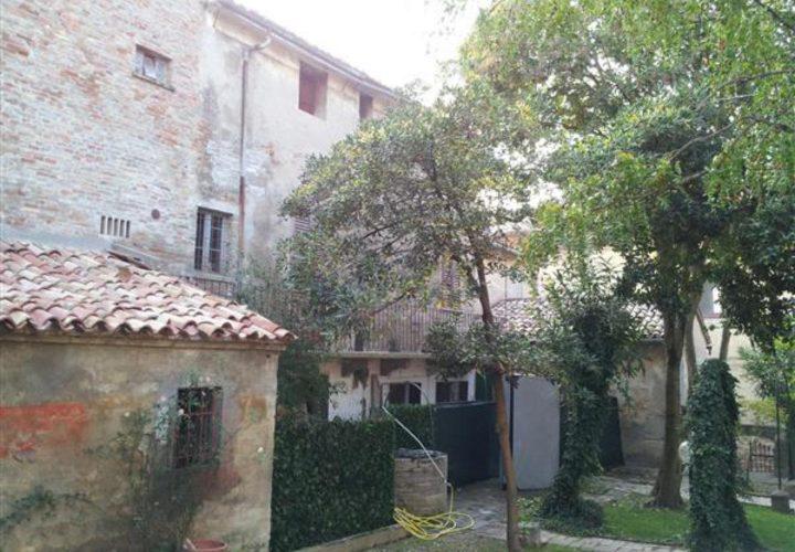 Palazzo_di_pregio_e_Storico_in_vendita_nel_Castello_di_Gradara_473s-19